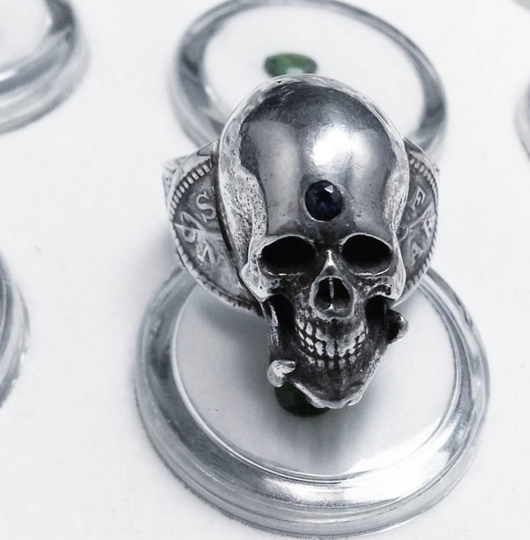 j18-sterling-and-saphire-skull-ring